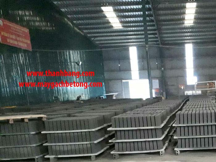 Dây chyền máy ép gạch không nung thủy lực, máy ép gạch bê tông tự động hoàn toàn thanh bằng